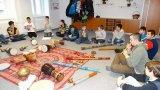 25. 11. 2015 - živé muzicírování s Janan, žáci 7. ročníku