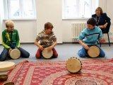 11. 11. 2015 - živé muzicírování s Janan v Městském společenském centru, žáci 5. ročníku