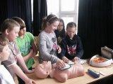 28. 4. 2015 - výukový program se studenty Střední zdravotnické školy Karlovy Vary pro žáky 5. - 9. ročníku