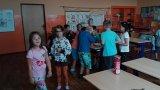 Žáci z kroužku angličtiny - poslední hodina ve školním roce