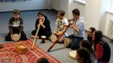 2. 12. 2015 - živé muzicírování s Janan, žáci 8. ročníku